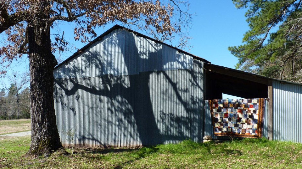 barn with quilt
