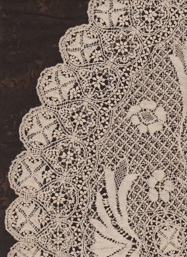 Close-up of the lace.