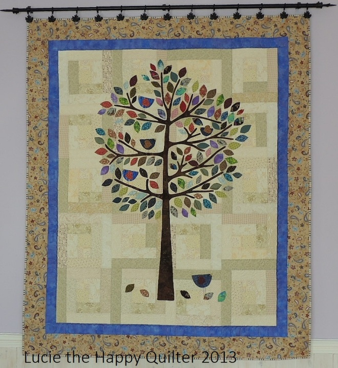 Lilly Pilly applique wall hanging by Lucie the Happy Quilter.  Used by permission.
