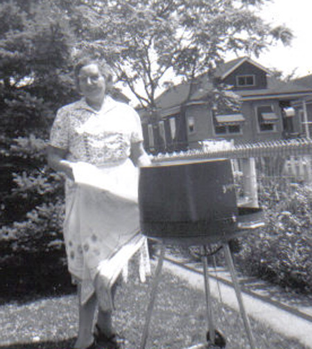Gram barbecues properly in 1960.