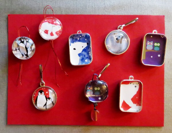 Mini-ornaments for the calendar.