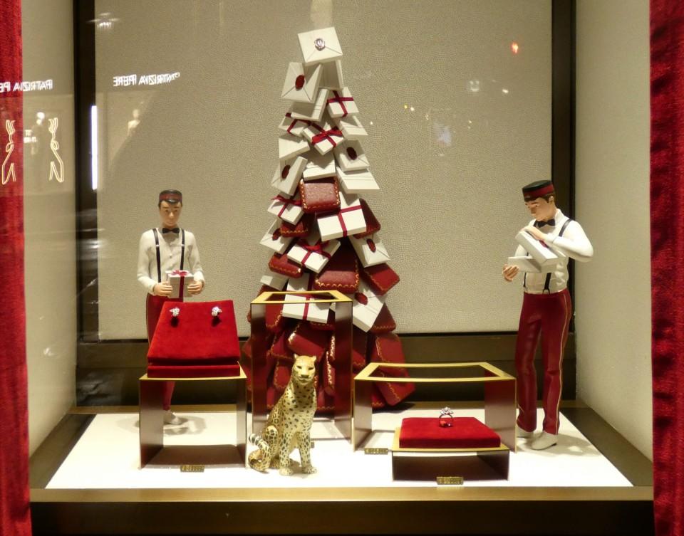 miniature christmas tree with figures