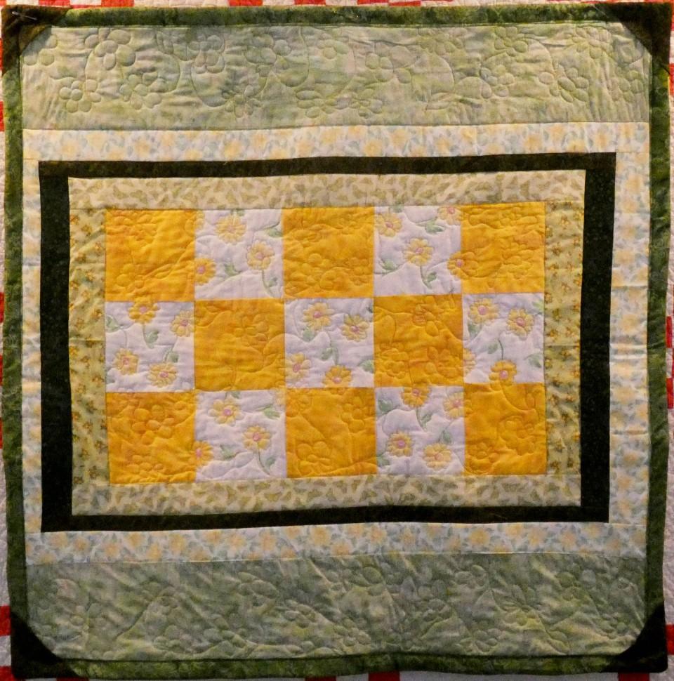 lap quilt with daisy fabrics